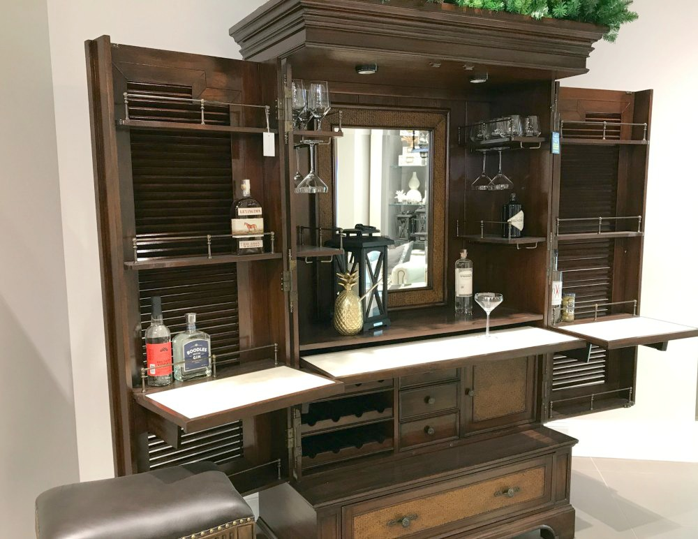 Frontgate Atlanta home furnishings and home décor has so many wonderful offerings at their new Atlanta store including a coffee bistro and outdoor patio. Don't miss their fabulous collection of clever products with intelligent design that are beautiful and functional.