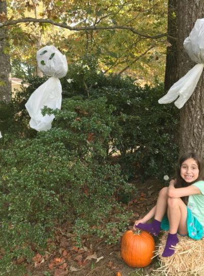 Super Simple, Super Spooky DIY Halloween Yard Ghosts